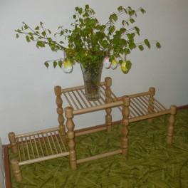 Květinový stolek se třemi stupínky