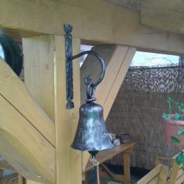 Kovaný zvon se závěsem
