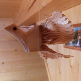Štípaná dřevěná holubička větší